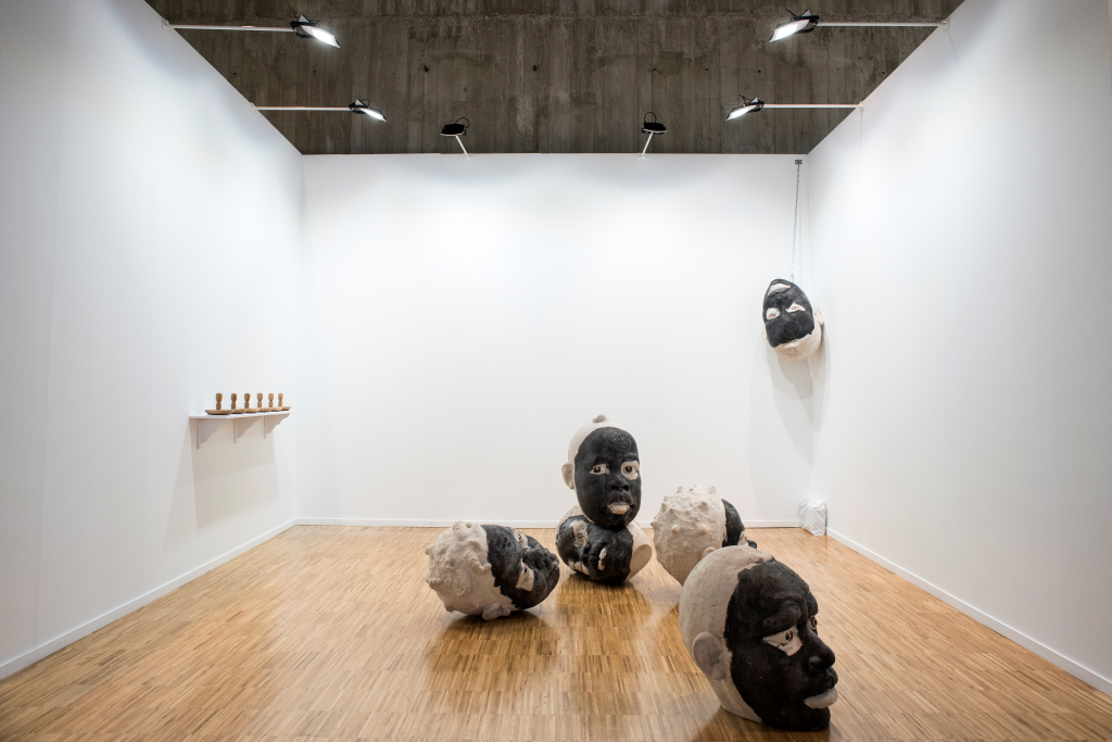 Stand del Cabildo de Lanzarote en ArteSantander 2017. Obra de Rigoberto Camacho