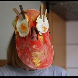Rosana Antolí. Catalan Yolk Tears. Videoperformance, Londres, 2014