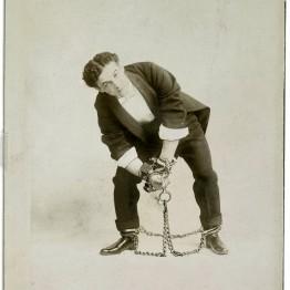 Houdini, uno de los carteles que podemos ver en el exposición en el Espacio Fundación Telfónica hasta el 28 de mayo de 2017