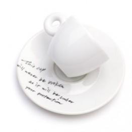 Yoko Ono. Tazas remendadas