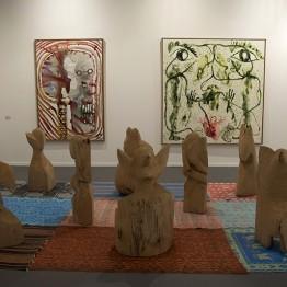Obras de Barthélémy Toguo en el stand de la galería Lelong