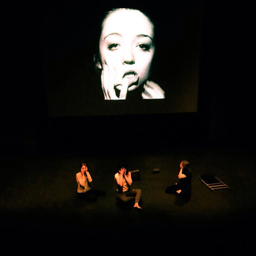 Rosana Antolí. A matter of logical contradiction. Video-performance. Royal Holloway Theatre, Londres 2015