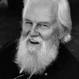 Robertson Davies: el llanto en el bautizo, la risa en el entierro