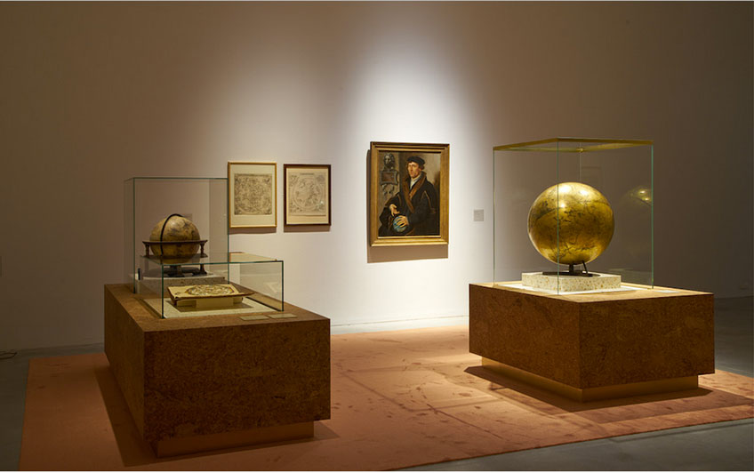 Globos celestes en Utopía. M Museum, Lovaina.