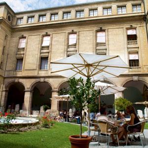 Museos de Suiza. Museo de arte e historia de Ginebra (patio)
