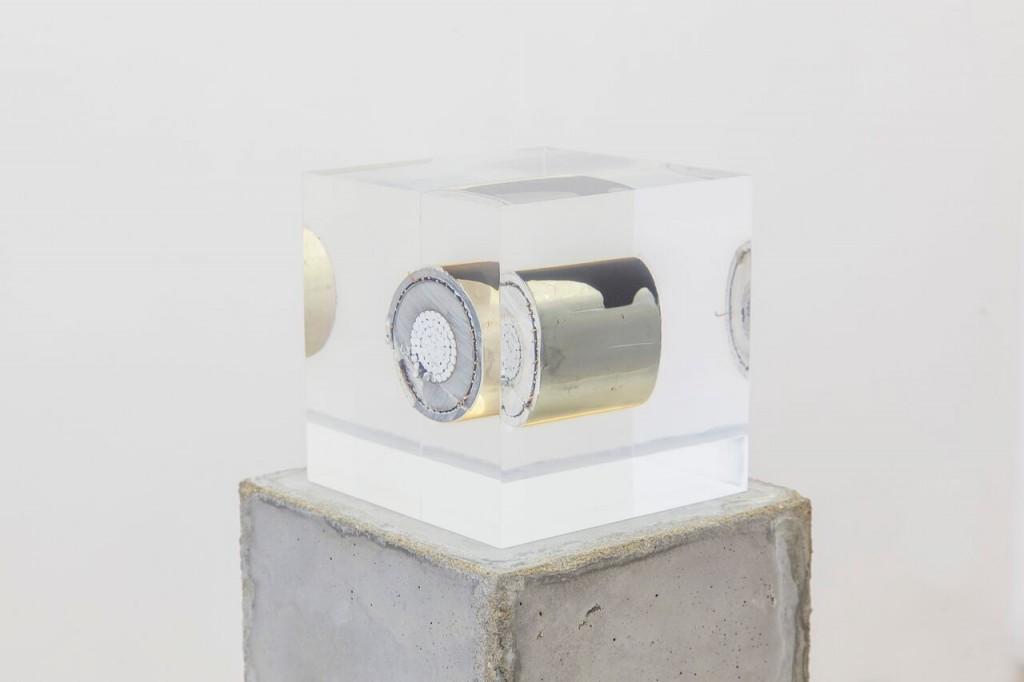 Nina Canell. Brief Syllable (Combustible), 2016. Cortesía de Barbara Wien Galerie y Daniel Marzona