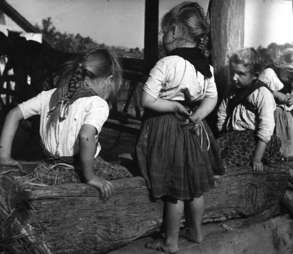©Nicolás Muller. Tres niñas húngaras