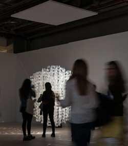 """""""Sphere blanche"""", de Julio Le Parc en ARCO 2017. Obra de la galería Nara Roesler."""