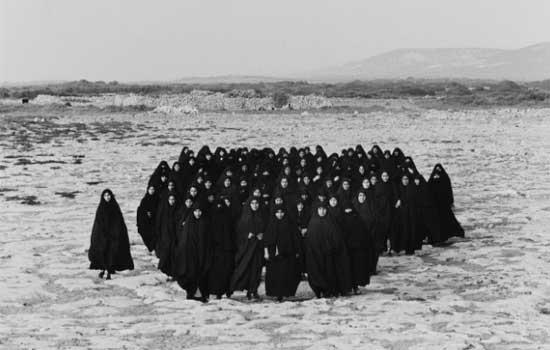 Shirin Neshat en La gravedad de las cosas. ARTIUM