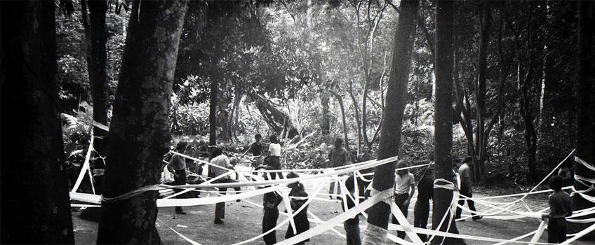 Artur Barrio. Trabalho realizado com 10 rolos de papel higiênico, 1970-1971. Archivo Artur Barrio