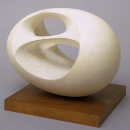 Barbara Hepworth. Oval Sculpture (No. 2) 1943, cast 1958