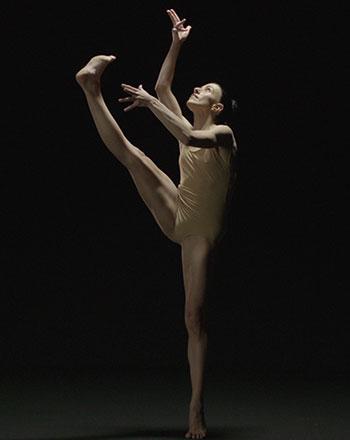 Agnès López Río interpretando la recreación coreográfica <em>Pulsiones</em>, de Martha Graham
