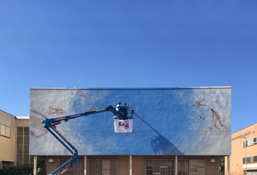 Enric Sant trabaja en el mural para Tuenti Urban Art Project. Universidad de Barcelona