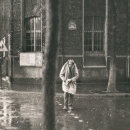 Henri Cartier-Bresson. Alberto Giacometti, rue d'Alésia, París, Francia, 1961. Colección Fundación Henri Cartier-Bresson, París © Henri Cartier-Bresson/Magnum Photos, cortesía Fundación Henri Cartier-Bresson