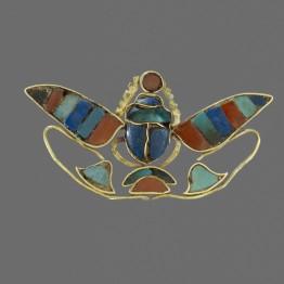 Ornamento de escarabajo alado © of the Trustees of the British Museum