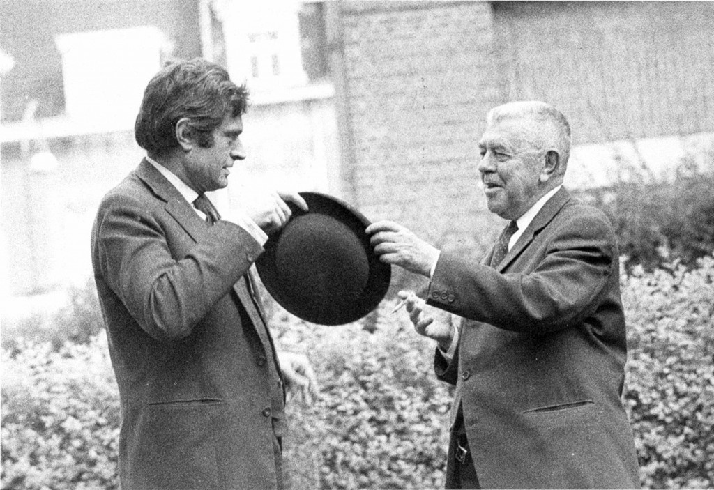 Marcel Broodthaers y René Magritte en 1967. Colección privada. © The Estate of Marcel Broodthaers