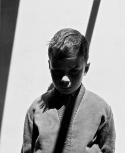 Gabriel Cualladó.  Retrato de Gabriel con sombra, 1957. Foto Colectania
