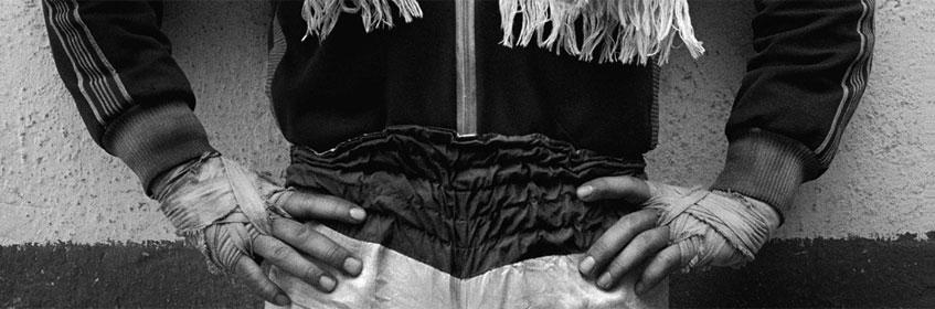 Paz Errázuriz. Boxeador I, Santiago, de la serie Boxeadores. El combate contra el ángel, 1987. Cortesía de la artista. © Paz Errazuriz