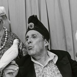 Paz Errázuriz. Mago Karman, de la serie El circo,1988. Cortesía de la artista © Paz Errazuriz