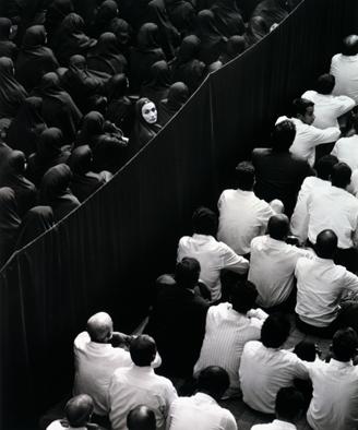 Shirin Neshat. Fervor, 2000. Cortesía Gladstone Gallery, Nueva York y Bruselas