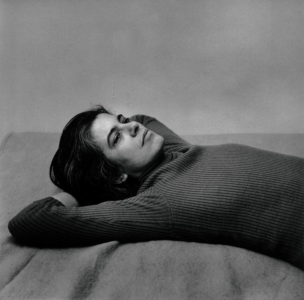 Peter Hujar. Retrato de Susan Sontag tumbada, 1975.