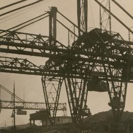 Germaine Krull. Puente rodante, Rotterdam, hacia 1926. Stiftung Ann und Jürgen Wilde, Pinakothek der Moderne, München. © Estate Germaine Krull, Museum Folkwang, Essen