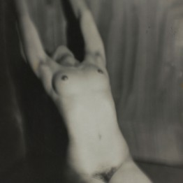 Germaine Krull. Nu féminin, 1928. Centre Pompidou, Paris. Musée national d'art moderne/Centre de création industrielle. © Estate Germaine Krull, Museum Folkwang, Essen. Photo : © Centre Pompidou, MNAM-CCI, Dist. RMN-Grand Palais / Guy Carrard