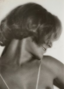 Germaine Krull. Assia, de perfil, hacia 1930. Collection Bouqueret-Rémy. © Estate Germaine Krull, Museum Folkwang, Essen