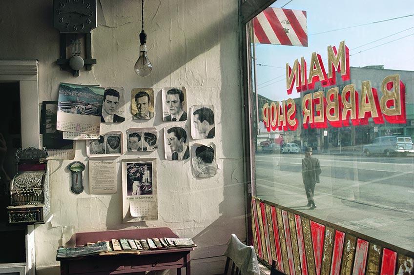 Fred Herzog. Barbería en la calle Main, 1968. Exposición Espacio Fundación Telefónica