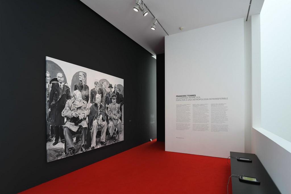 """Vista de la exposición """"Francesc Torres. La campana hermética. Espacio para una antropología intransferible"""", 2018. Foto: Miquel Coll"""