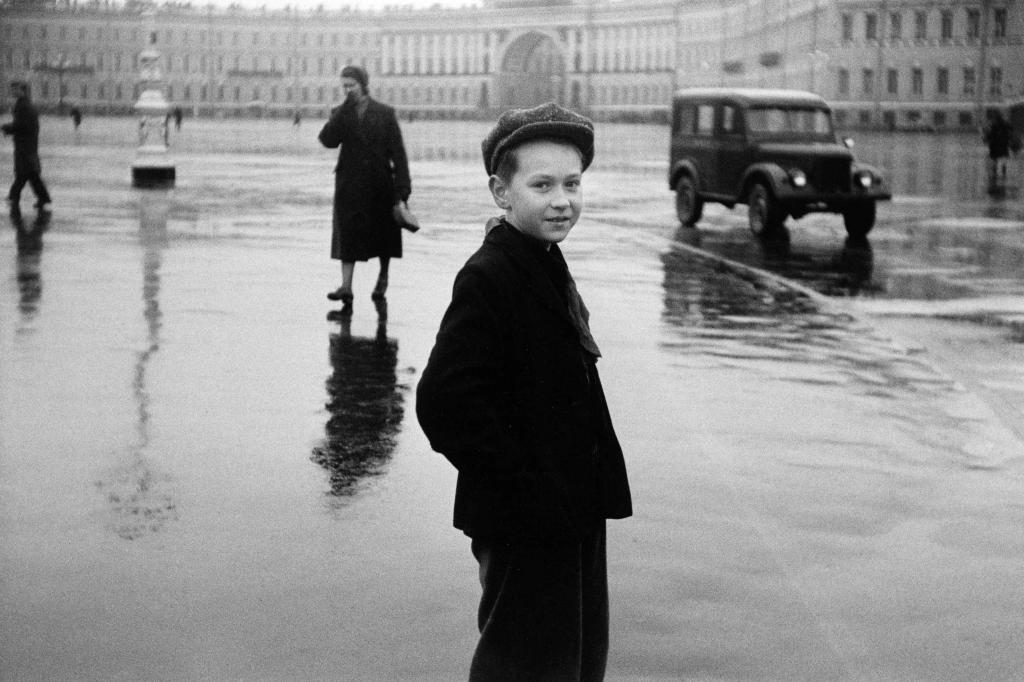 Duane Michals. Boy in Leningrad, 1958. Cortesía de DC Moore Gallery, Nueva York  © Duane Michals