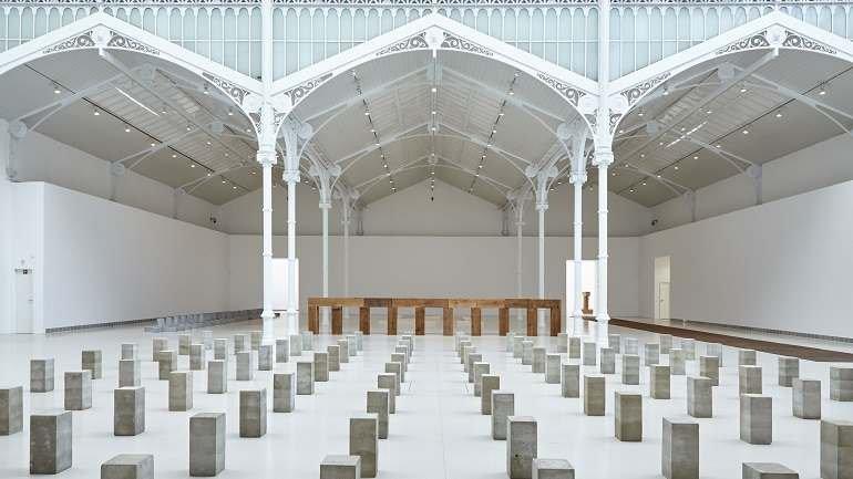 """Minimalismo. Obras en la exposición de Carl Andre en el Palacio de Velázquez: """"La escultura como lugar"""". Museo Reina Sofía"""
