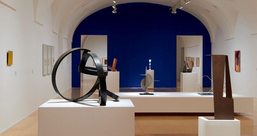 """Vista de sala de la exposición """"Mario Pedrosa. De la naturaleza afectiva de la forma"""""""