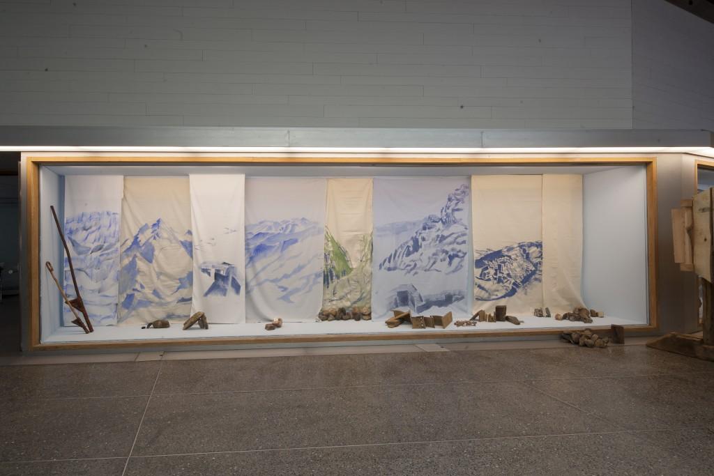 """Vista de la exposición de Susana Velasco """"A partir de fragmentos dispersos"""" en el MUSAC"""