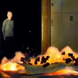 Ignición durante la creación con pólvora de una de las pinturas en el Salón de Reinos. Madrid, 2017. Foto © Museo Nacional del Prado