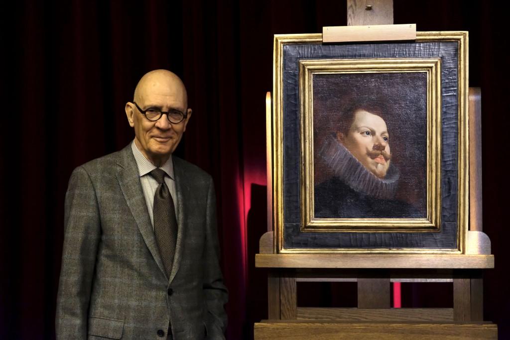 El donante William B. Jordan junto al Retrato de Felipe III de Diego Velázquez. Foto © Museo Nacional del Prado