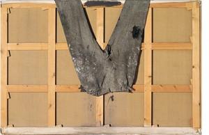 Antoni Tàpies. Pantalons sobre bastidor, 1971