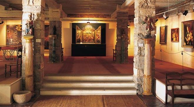 Auxiliar de museo en el Museo de Roncesvalles