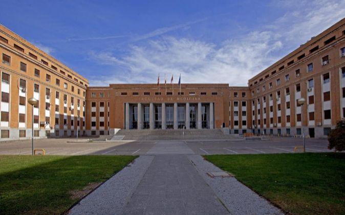 8 Auxiliares de Biblioteca en la Universidad Complutense de Madrid