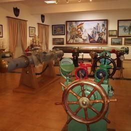 Beca de ayuda a la investigación sobre fondos patrimoniales, histórico-artísticos y bibliográficos del Museo Naval