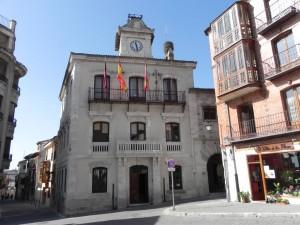 Bibliotecario y Auxiliar de biblioteca.  En Cuéllar (Segovia)