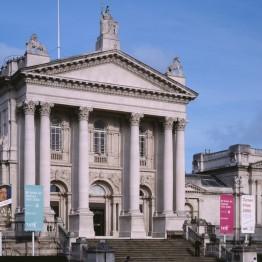 Comisario de arte británico contemporáneo en la Tate Britain