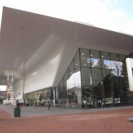 El Stedelijk Museum de Ámsterdam contratará dos nuevos comisarios