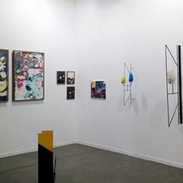 Stand de Espacio Alexandra (Santander), con obras de Vicky Kylander, Elena Mendizábal y Judas Arrieta