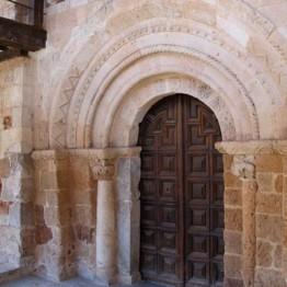 Ayllón. Portada de la Iglesia de San Miguel