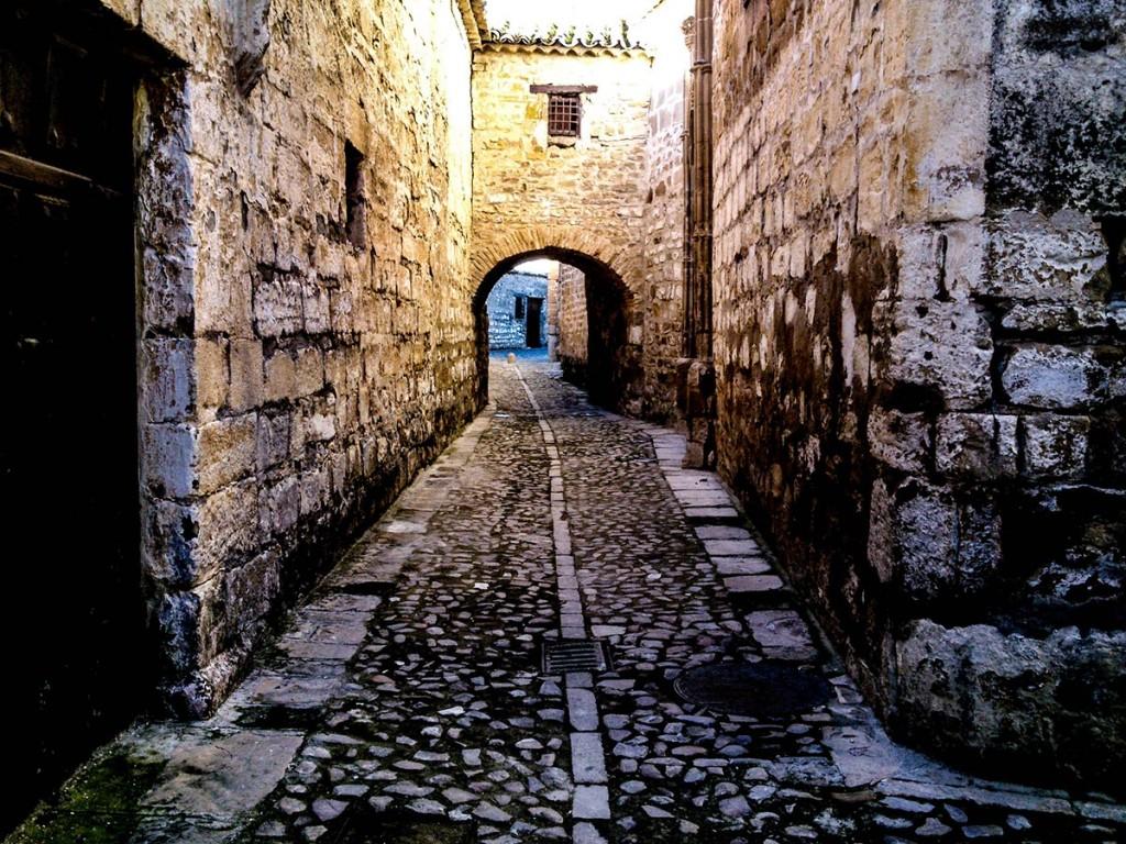 Una de las calles del casco antiguo de Baeza, próximas a la Catedral