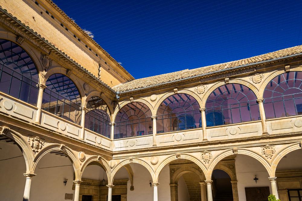 Patio de la Universidad de Baeza, donde se conserva el Aula Antonio Machado