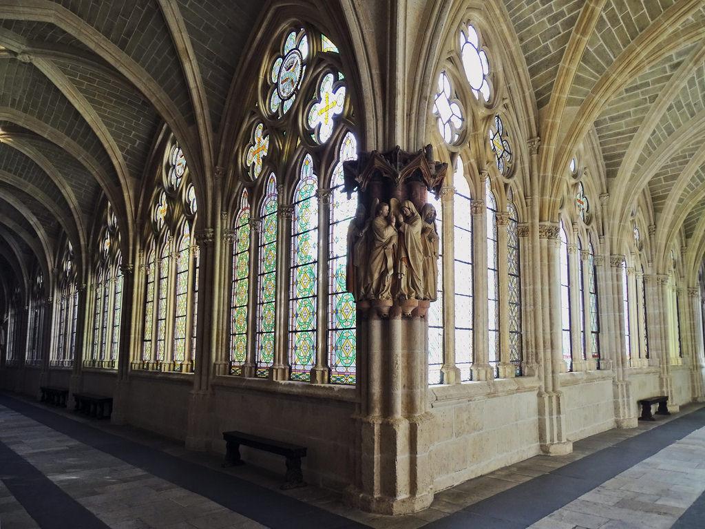 Uno de los pilares del claustro de la Catedral de Burgos