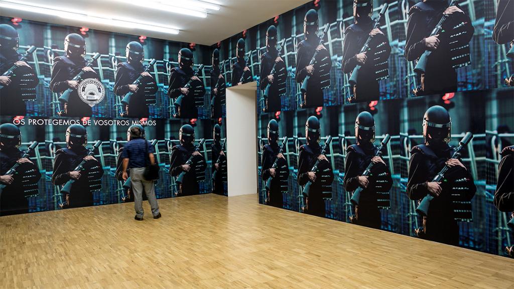 """Obra de Democracia. Exposición """"¿Quién es ese hombre?"""" en TEA Tenerife Espacio de las Artes."""