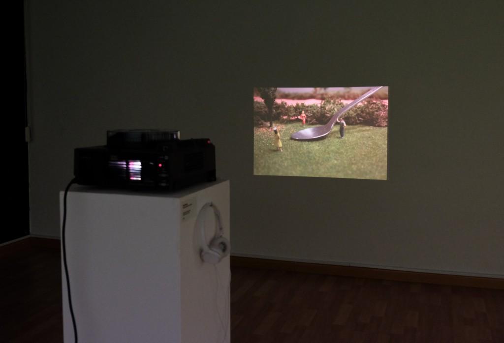 Constel·lacions familiars. Exposición coleciva. Espai Moritz, Cornellà de Llobregat, 2015. Obra: Lunar Park, Sergi Botella, 2012-2016. Foto: © Esther Laudo.